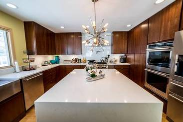 Kitchen of 2101 N Shore Dr