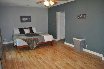 Bedroom of 3301 W 2nd Ave N