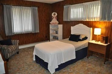 Bedroom of 916 Main Ave