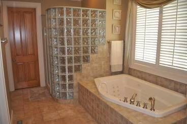Master Bath of 2260 Country Club Dr