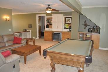Family Room of 2260 Country Club Dr