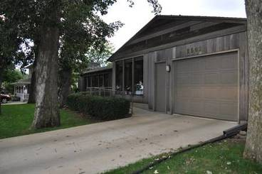 Garage of 2502 N Shore Dr