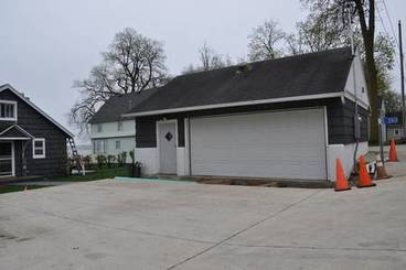 Garage of 5380 Lakeview Dr