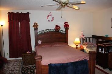 Bedroom 1 of 20 Granite Ct