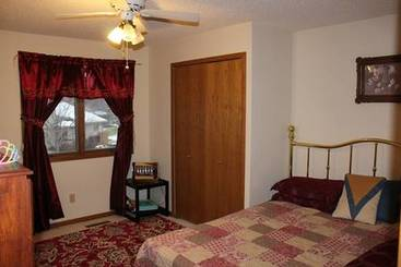 Bedroom 2 of 20 Granite Ct