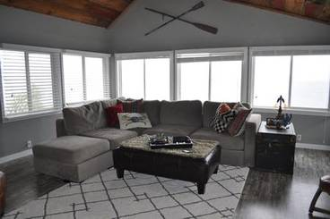 Living Room of 5380 Lakeview Dr