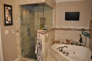 Master Bath of 1208 N Shore Dr