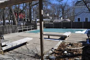 Pool of 201 4th Avenue N