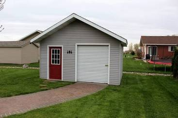 Storage Shed of 325 W Henschen St